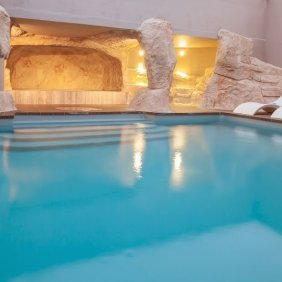 Hotel_Royal_Ours_Blanc_pool