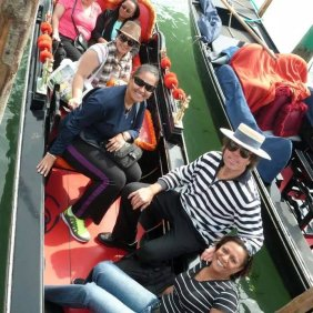 Venice_gondola_girls
