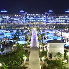 Sueno_Hotels_Deluxe_Main_Building_General_View_Night