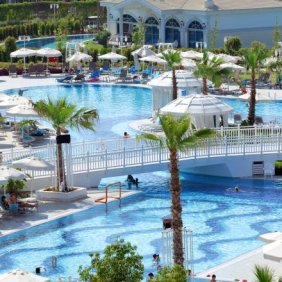 Sueno_Hotels_Deluxe_Pool_Area